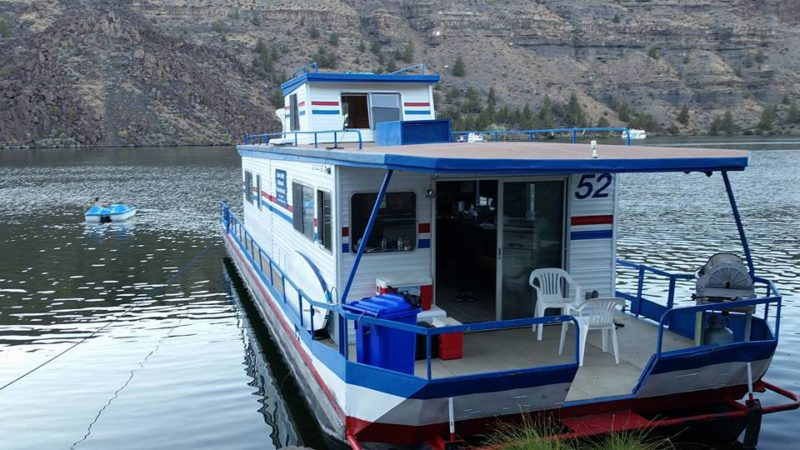 Lake Billy Chinook Family & Friends Houseboat SUP Trip